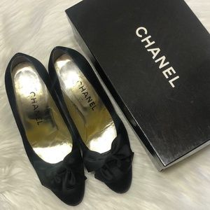 CHANEL Vintage Velvet Pumps With Bow